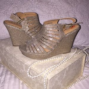 Rampage beige gold wedge heels